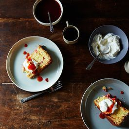 5 Ways to Turn Plain Yogurt into Dessert