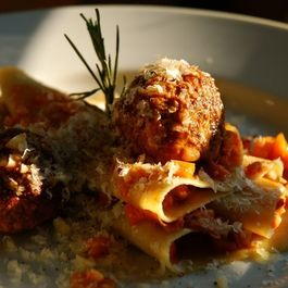 61bbee07-04df-4ae2-8718-9474ff1e0bc6--meatballs_with_ragu