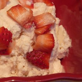5c2ad807-d18c-484b-ab7e-4567648fe0a1--strawberry_honey_mascarpone_ice_cream_medium