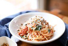 Quick Spaghetti with Tomato Cream Sauce and Spinach (vegetarian)
