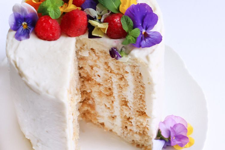 VERTICAL LAYER COCONUT CAKE