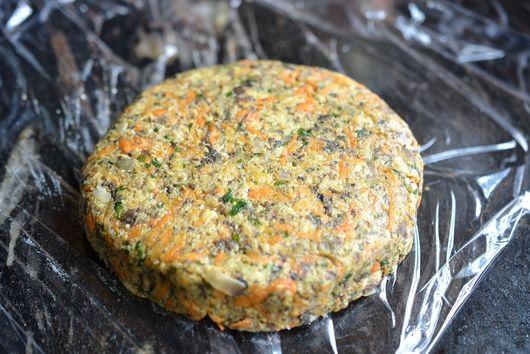 Carrot & mushroom veggie burger