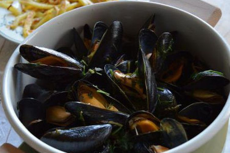 Moules Frites (Mussels and Chips)