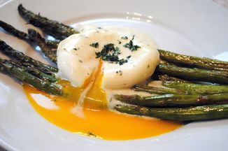 4ad1c52c-5cc2-4d54-bb24-ae5b60824499--roasted_asparagus_with_poached_egg_and_lemon-mustard_sauce2