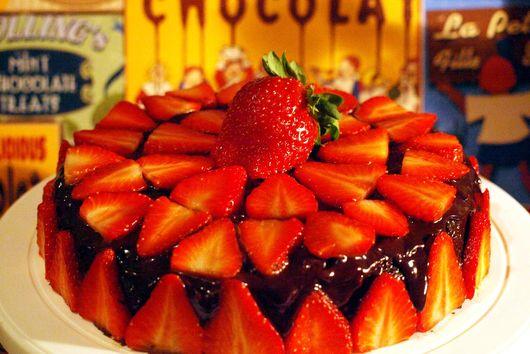 Flourless Chocolat Cake w/Chocolat Ganache & Strawberries