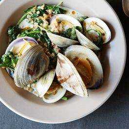 E7eeaa9b-2c34-4dd9-9220-4da527a4a5fe--all-about-clams_food52_mark_weinberg_14-07-01_0570