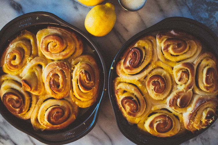Lemon Curd Rolls with a Lemon Glaze
