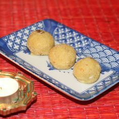 Semolina and coconut laddoos