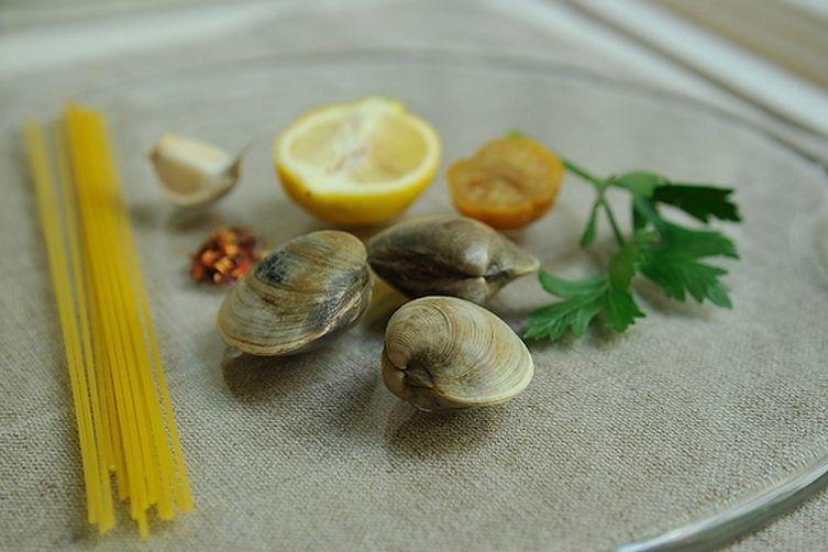 蛤蜊意粉,香菜,大蒜,檸檬(X2)