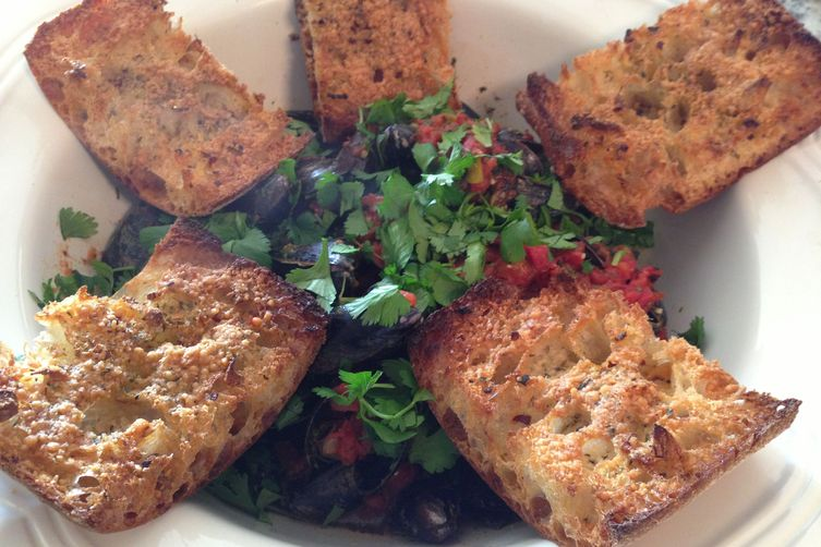 Spicy Chipotle Mussels