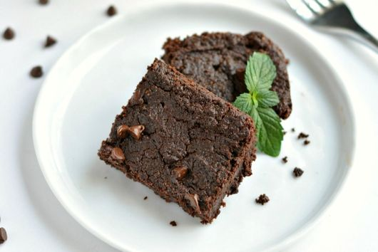 Flourless Mint Chocolate Chip Brownies