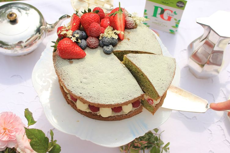 PG TIPS GREEN TEA VICTORIA SANDWICH CAKE WITH SUMMER BERRIES