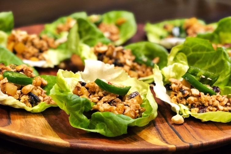 WRAP UP THE WEEK — SPICY CHICKEN LETTUCE WRAPS