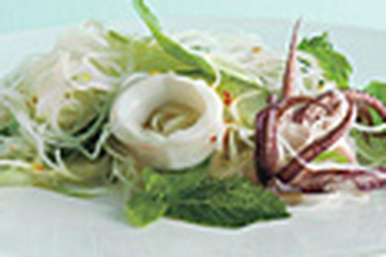 Asian Rice noodles salad with Calamari and Herbs