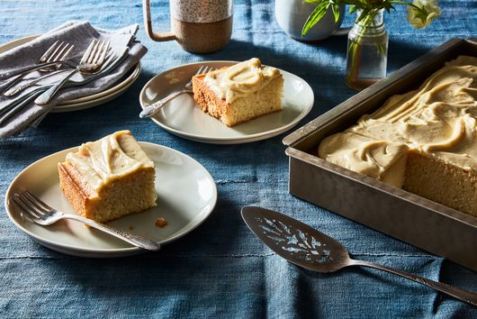 A Fluffy, Addictive Cake With a Killer 2-Ingredient Frosting
