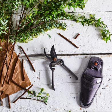 Garden Pruner with Sheath