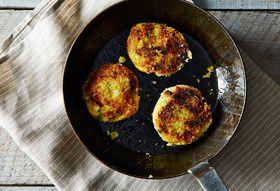 176dd0e9 1448 46e6 b646 250b67636e12  2014 1031 mashed potato cakes w broccoli and cheese edit 011