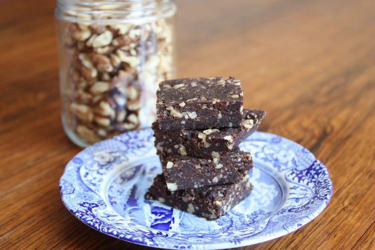 *Raw* Superfood Dark Chocolate Brownies With Walnuts