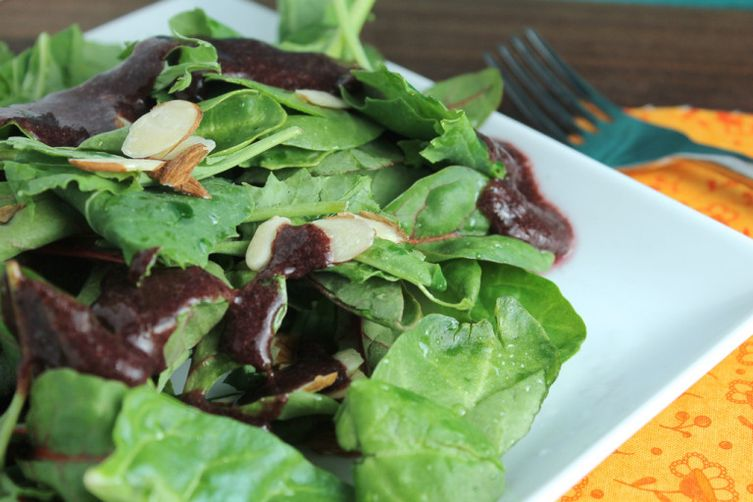 Paleo Mixed Greens with Almonds and Blueberry Vinaigrette