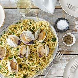 511aea5c b8fd 4947 9558 b0f5adbb0475  2016 0331 spaghetti with clams parsley garlic and lemon alpha smoot 125