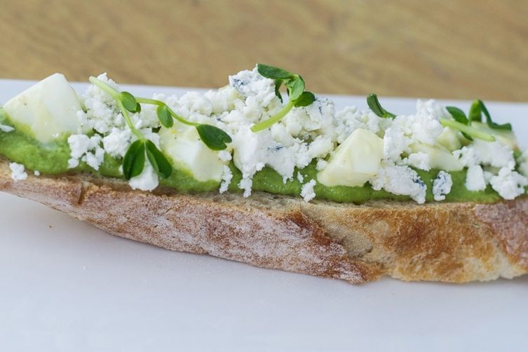 Open-Face Sandwich with Fresh Peas and Tarragon