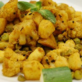 Aloo Gobi ~ A dry Indian curry of Cauliflower, Potato & Peas