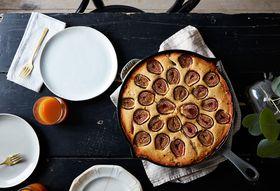 61837af7 90f2 48a7 8f7e 27f5e6179f82  2016 0822 cornbread coffee cake with figs and streusel mark weinberg 320