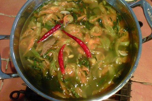 Sopa de Ajo con Flor de Calabaza / Garlic Soup with Squash Blossoms