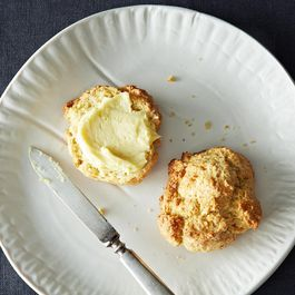 97bb5070-8d33-4859-85e1-647938d6ac68--2013-0819_wc-drop-biscuits-molasses-butter-037