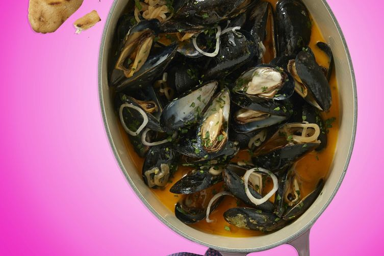 Buttery CHA! Steamed Mussels with Grilled Bread
