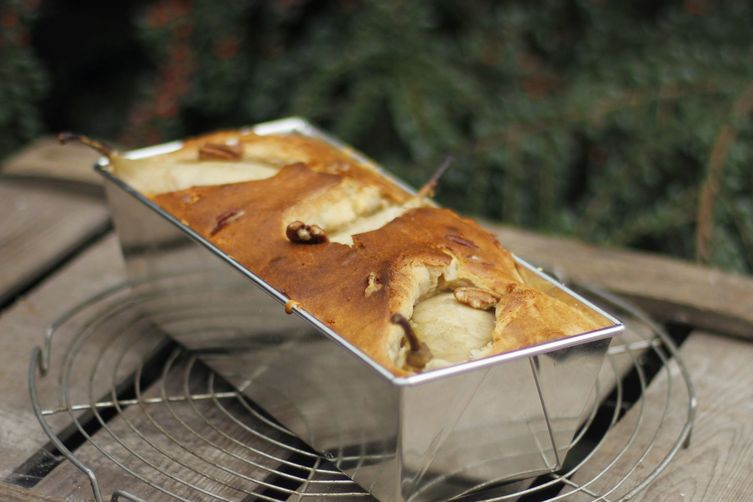 Healthy sweet and spicy cake with pears and pecans