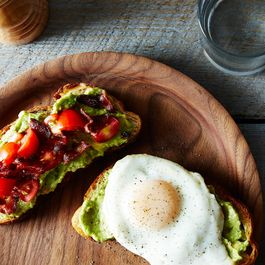 2e621fed-0ee6-437d-8cd4-f6a85ebe4196--2014-0624_wc_bacon-egg-avocado-tomato-sandwich-018