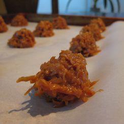 Cajeta Macaroons With Spiced Chocolate