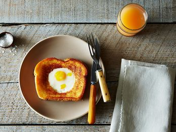 Dinner Tonight: Grilled Cheese Egg in a Hole