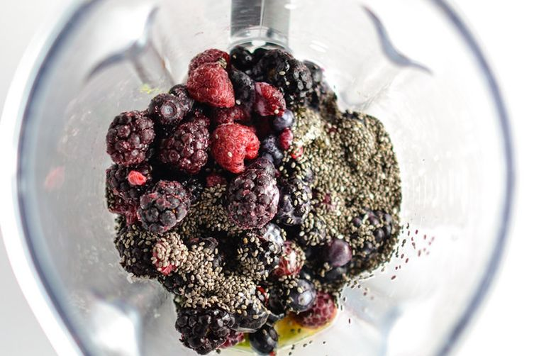 Berry Kale Breakfast Smoothie