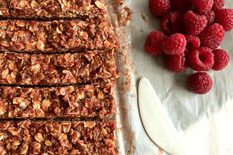 No Bake Raspberry Peanut Butter Granola Bars