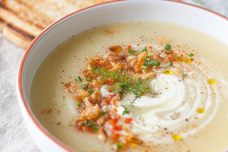 Easy Garlic and Potato Cream Soup