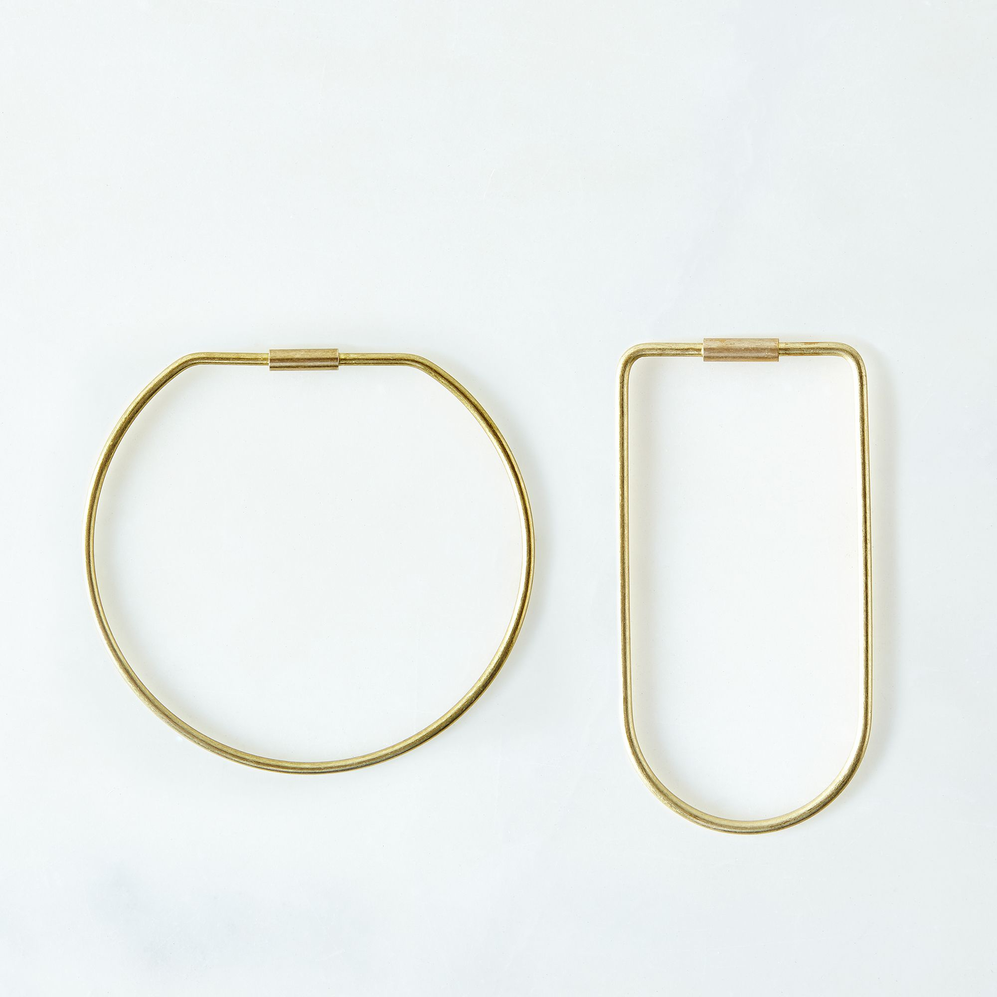 2ee37f42 a0f9 11e5 a190 0ef7535729df  2015 1104 areaware brass contour key ring hoop and bend silo rocky luten 006