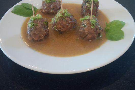Thai Meatball in Green Curry Sauce