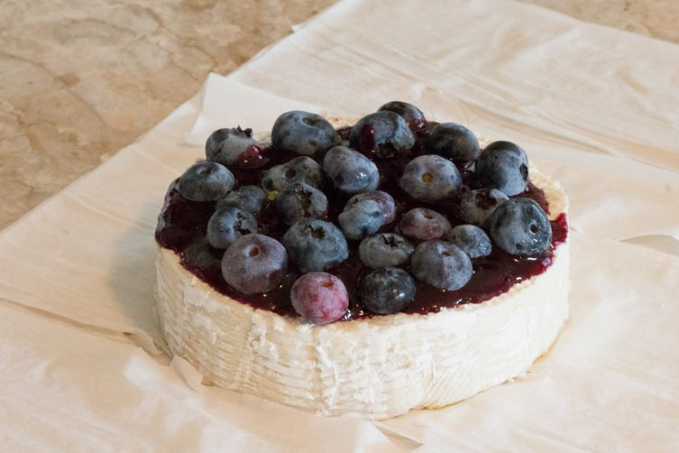 Baked Brie with Fresh Blueberries