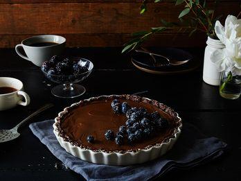 A No-Bake Chocolate Tart That's Extra Creamy (and Vegan!)