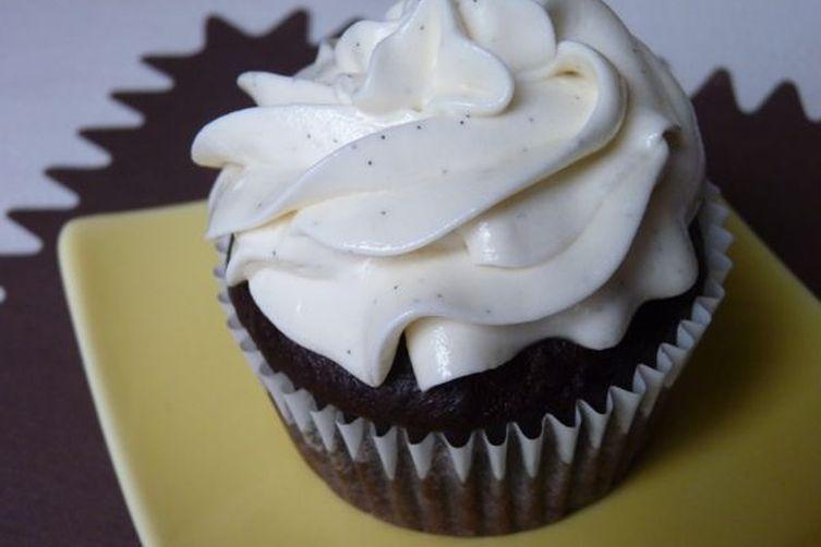 Vegan Chocolate Cupcakes with Vanilla Bean Frosting