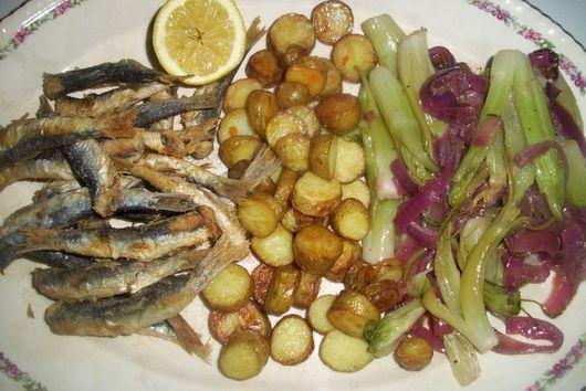 Fried sardines and roasted potatoes