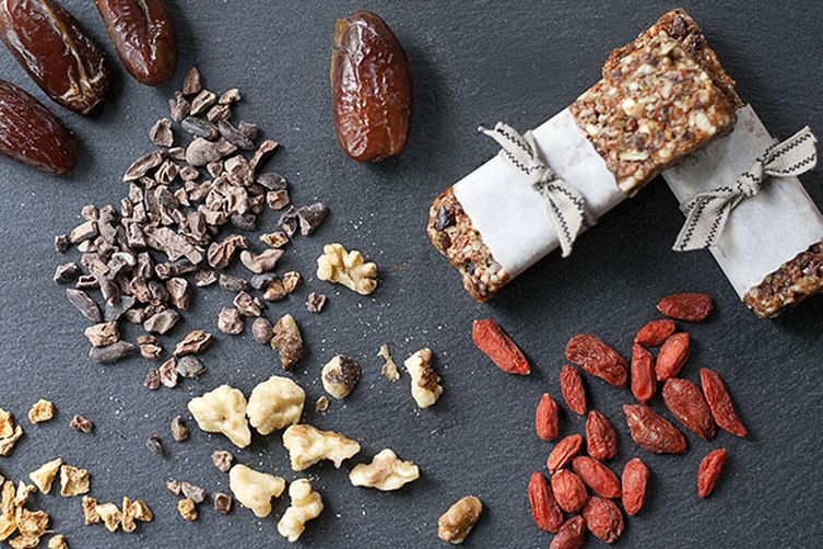 Goji and Cocoa Nib Energy Bars