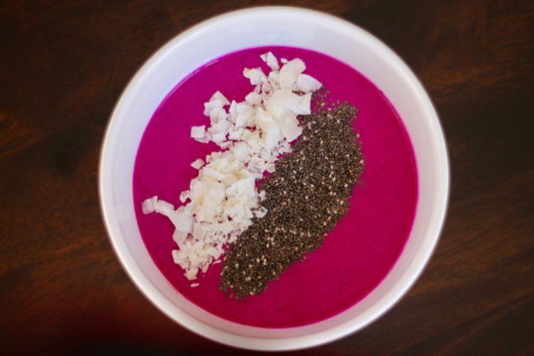 http://sarahnspice.com/dragon-fruit-pitaya-smoothie-bowl/