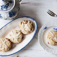 Hot Cross Bun, Meet Cream Biscuit