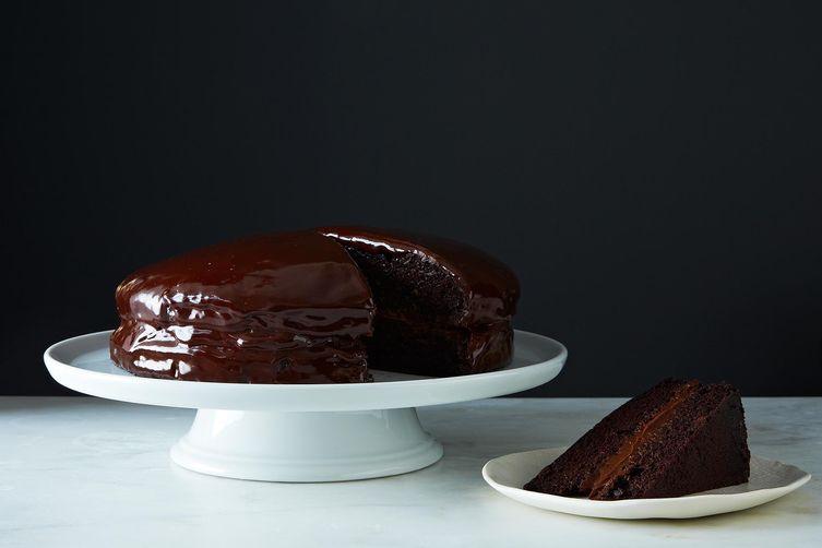 Vegan Chocolate Cake with Creamy Chocolate Filling