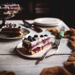 No-Bake Berries & Cream Cake