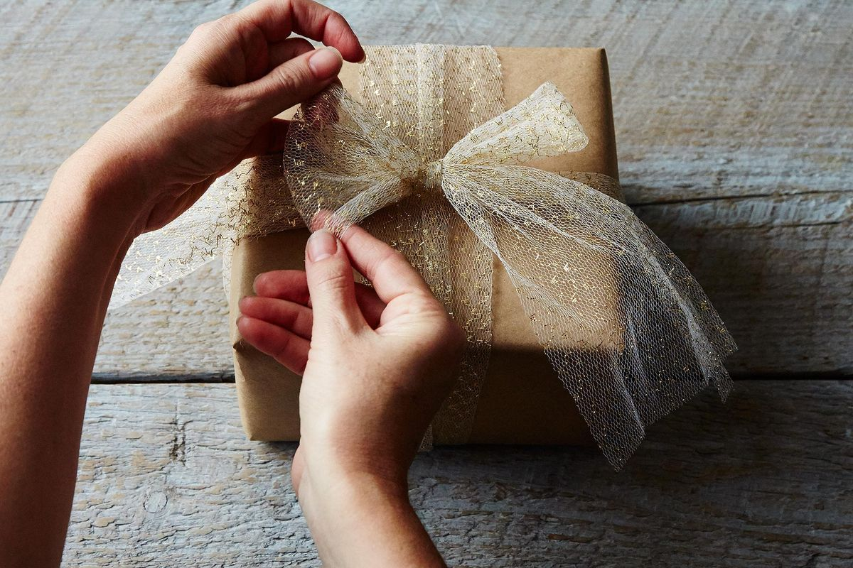 Wrapping tips for gorgeous gifts every time brit co - Wrapping Tips For Gorgeous Gifts Every Time Brit Co 57