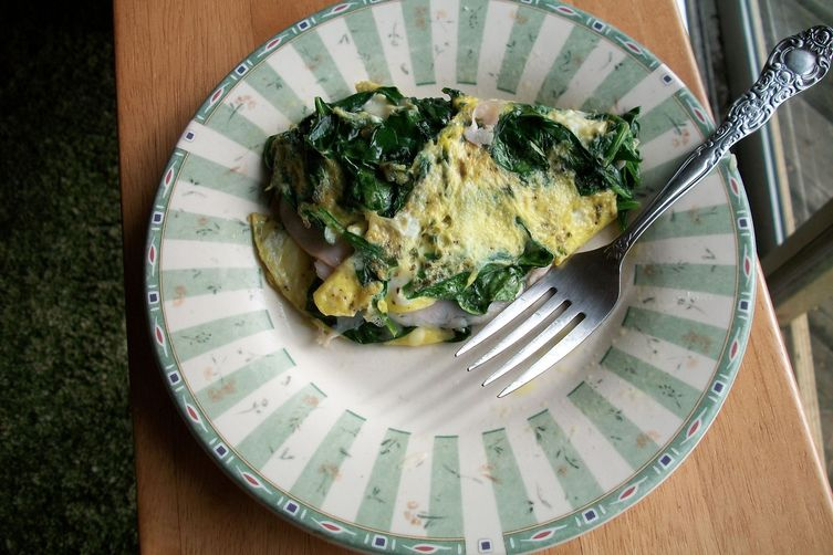 Spinach, Swiss Cheese and Smoked Turkey Omelet